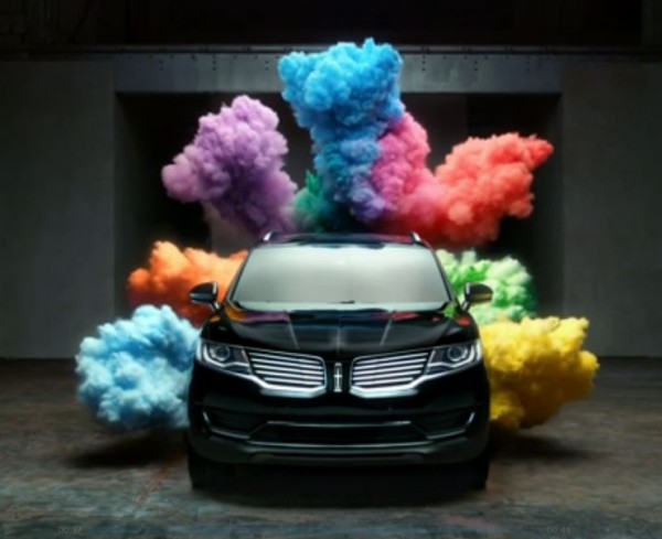 Lincoln MKX Revel describes sound performance using color powder for effect